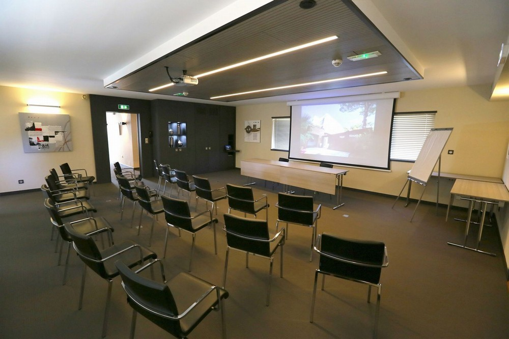 Host and vinum - meeting room