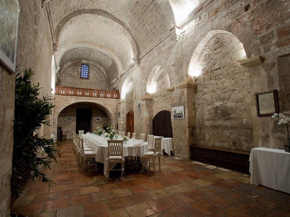 Garrigae abbey of holy cross - reception hall