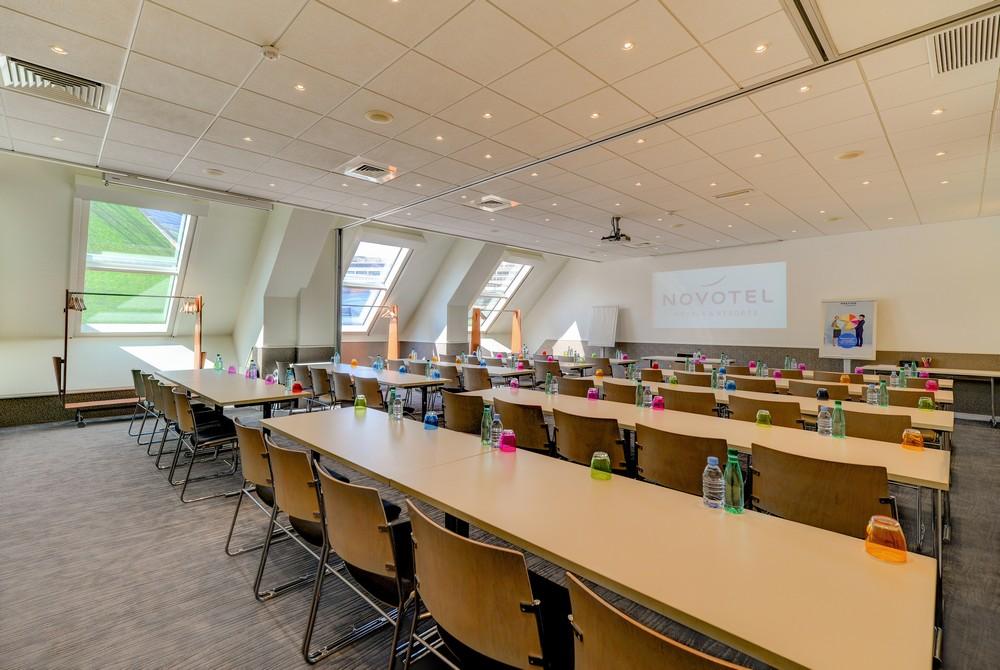 Novotel paris centre bercy - salle de séminaire en classe