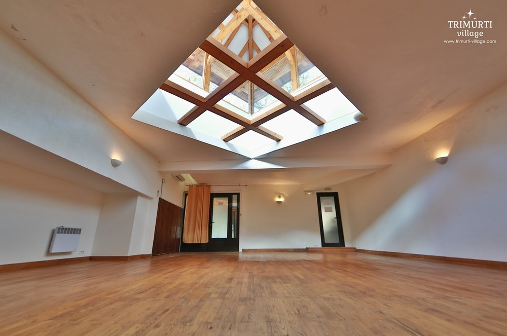 Trimurti Village - Crystal Room