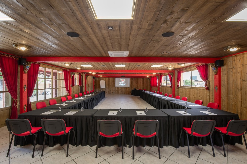 Hotel pirate cap - meeting room in u
