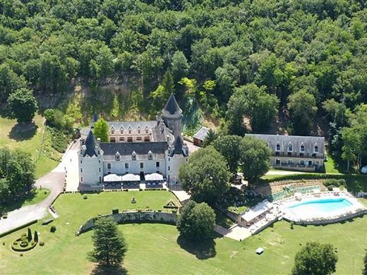 Chateau de la Fleunie - outside