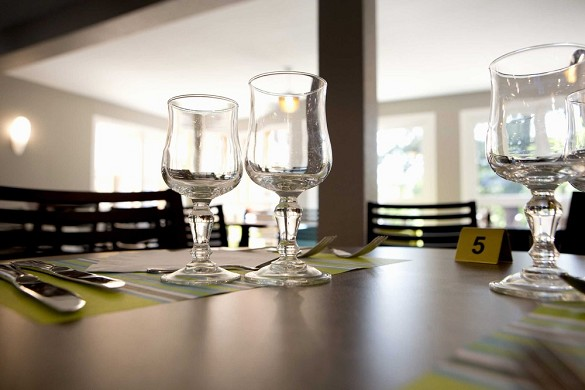Sure hotel limoges sud restaurant apolonia - tables