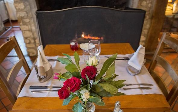 The Relais Saint Jacques de Tournoisis - table