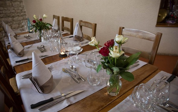 The Relais Saint Jacques de Tournoisis - tables