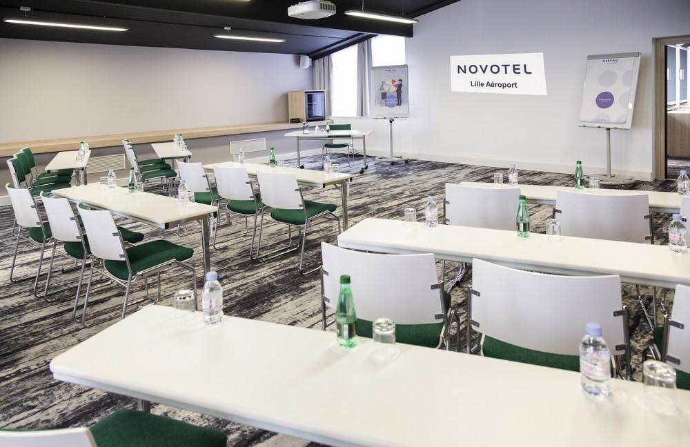 Aeroporto Novotel Lille - sala riunioni di classe