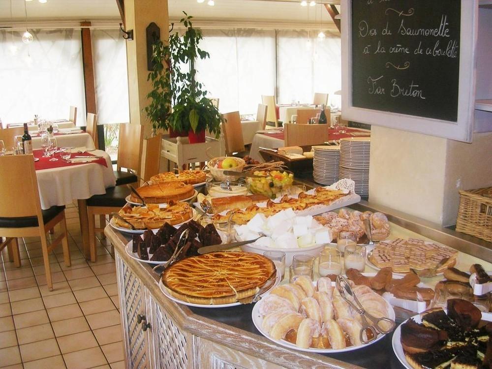 Inter-hôtel bagatelle - buffet