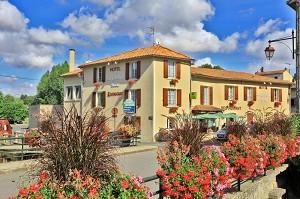 Hotel Restaurant Le Cheval Blanc und Clovis - Außenansicht des Hotels