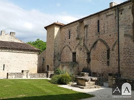 Abtei von Saint-Amant-de-Boixe - Draußen