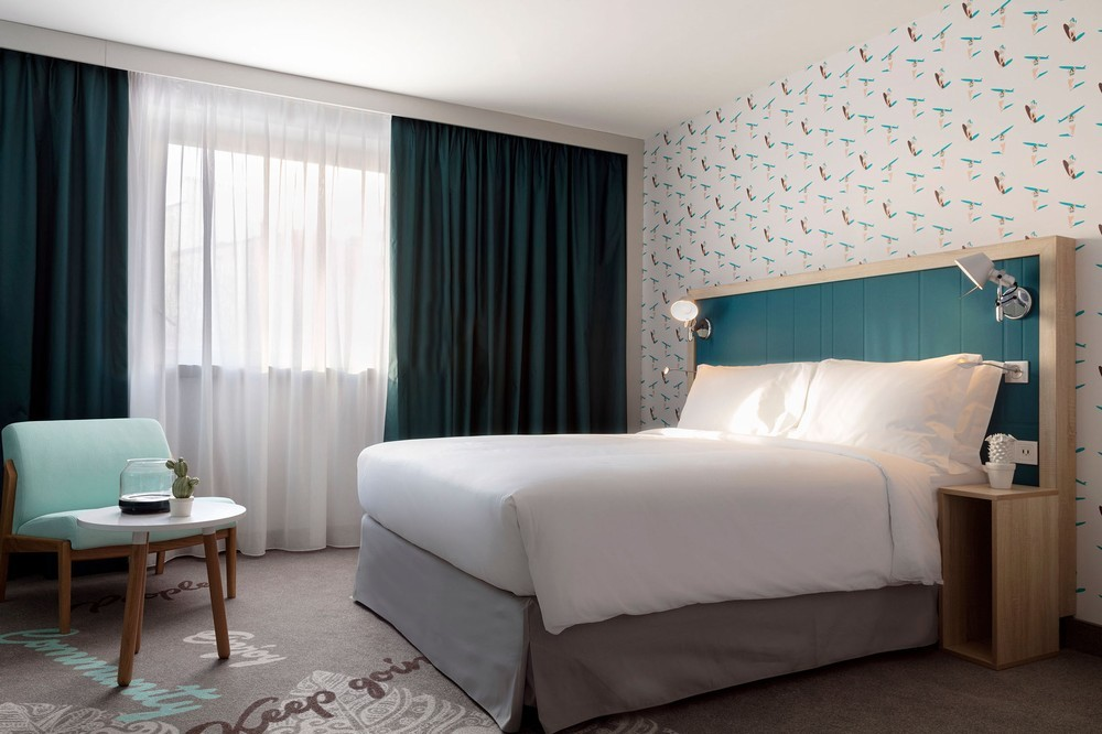 Hampton by Hilton Paris Clichy - Queen Bed Room