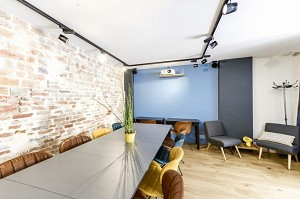 Mesa y oficinas