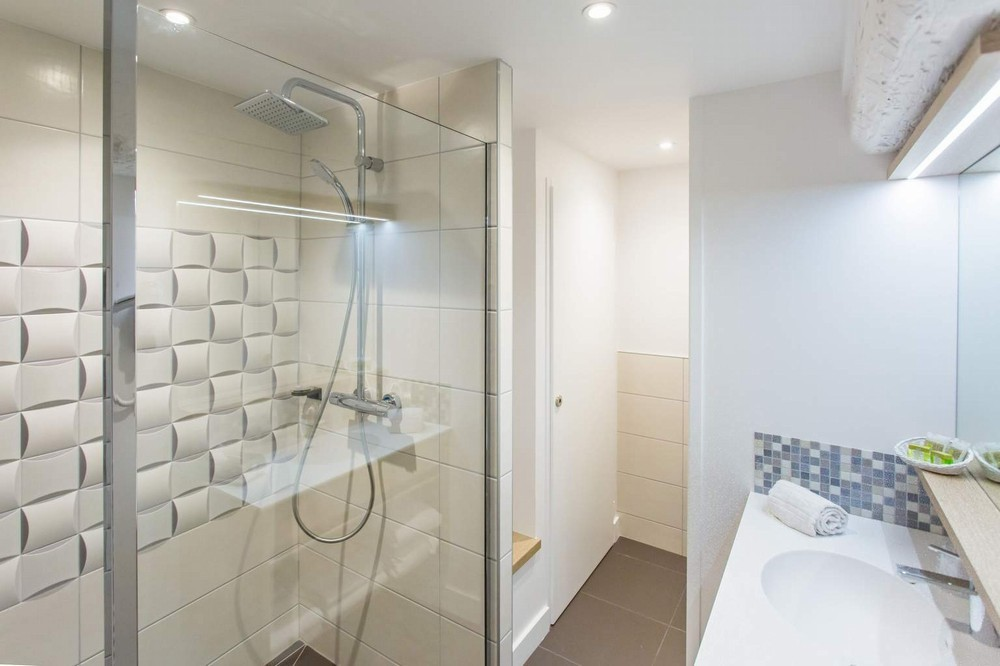 See the damandre castell 11 room privilege_1803