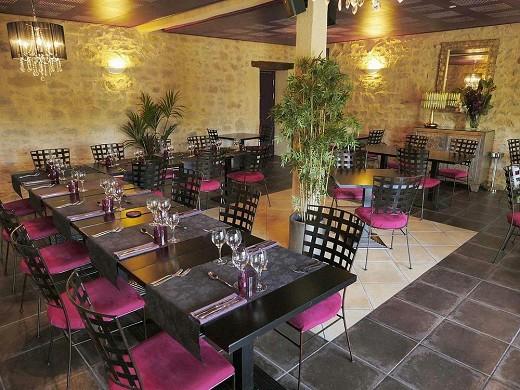 Los cedros cerrados - sala de restaurante.