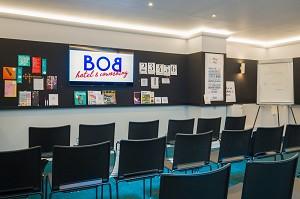 Bob Hotel - Sala de seminarios