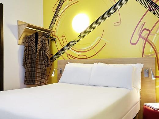 Ibis styles marseille gare saint-charles - accommodation