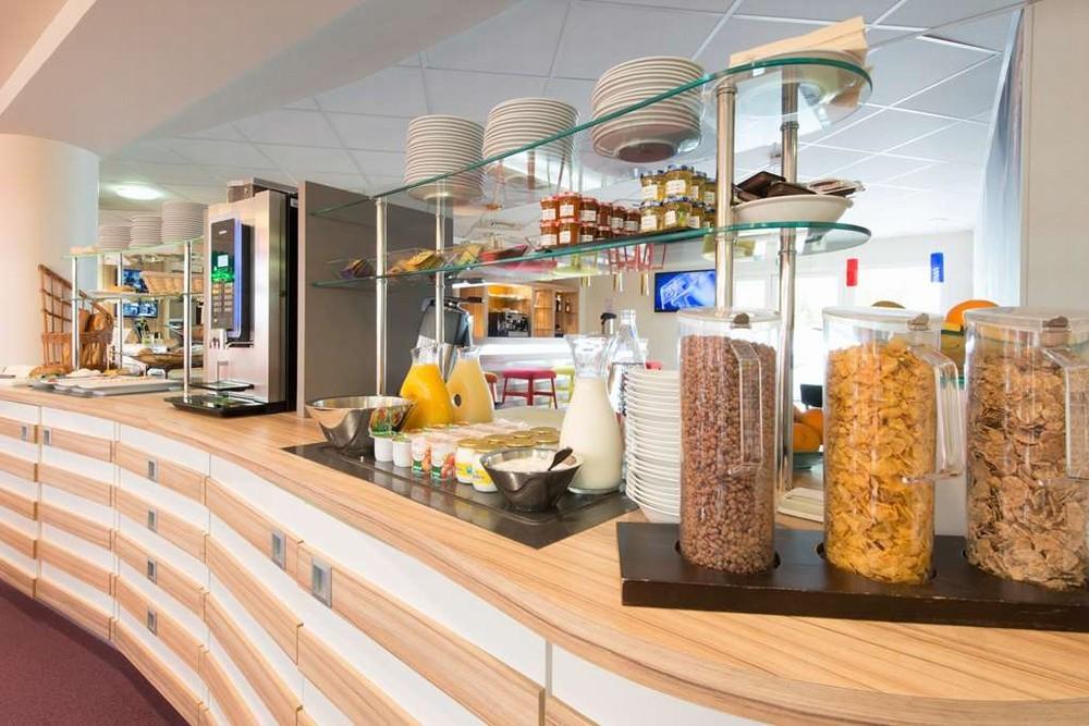 Kyriad la rochelle center the minimal - buffet