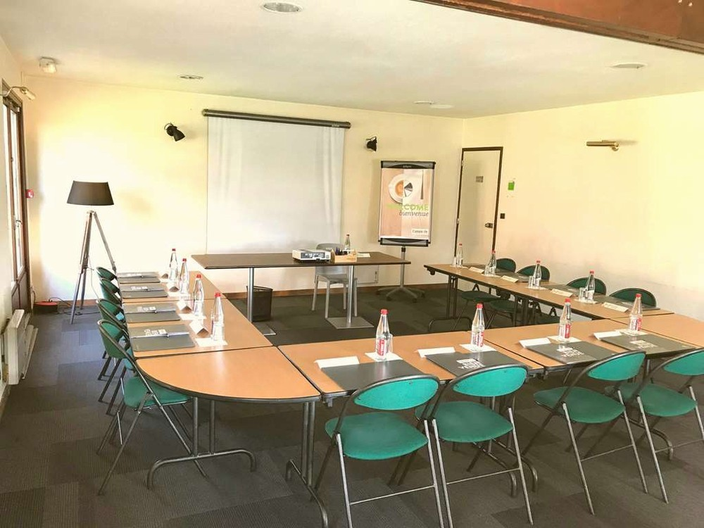 Campanile la rochelle nord puilboreau - salle de réunion