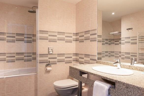 Best western hotel spa pau lescar airport - baño