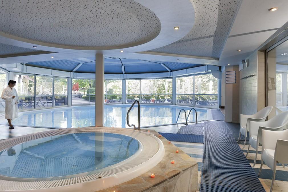 Ibis styles domaine de marlioz aix les bains salle for Piscine aix les bains