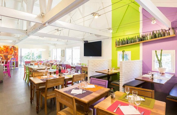 Olivenbauernhaus im ibis-Stil in Aix-en-Provence - Restaurant