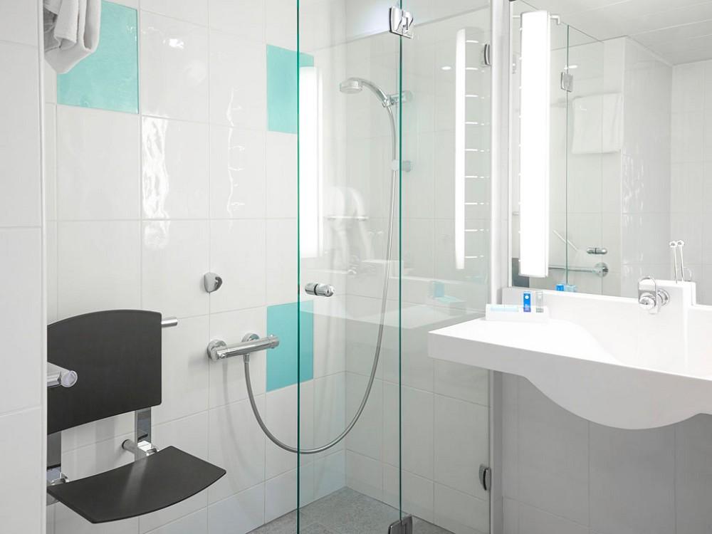 Novotel Marseille is - bathroom