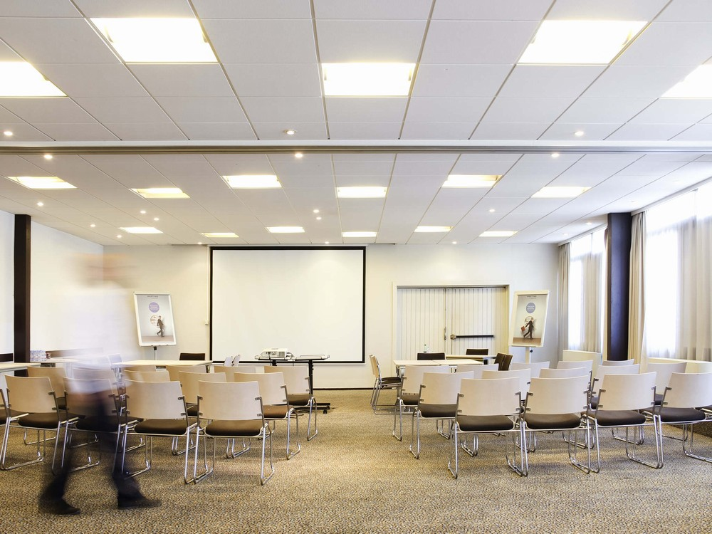 Novotel marseille est - seminar room in theater