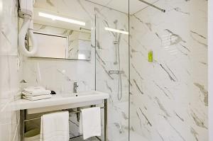 Bathroom of the brit hotel loches