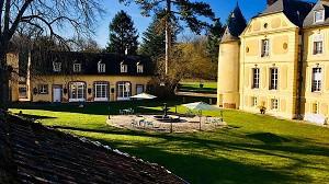 The Cour d'honneur (Ext.) - Château de Vaugrigneuse