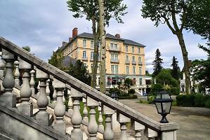 Hôtel du Parc - Exterior - acceso al parque