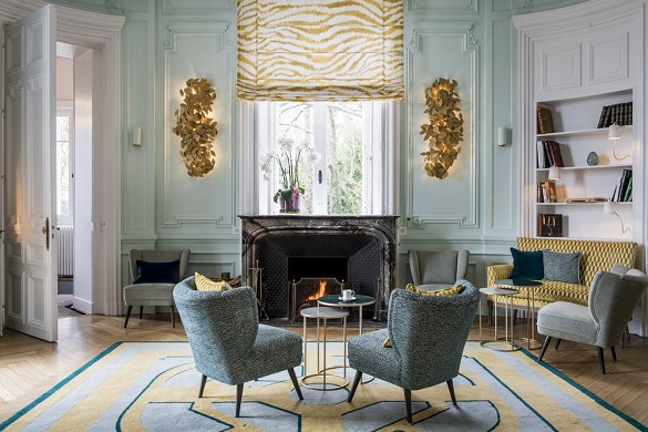 Domaine de la tortiniere - the living room, combining classic and contemporary