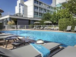 Hotel para seminarios con piscina