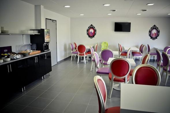 Adonis la baule - breakfast room