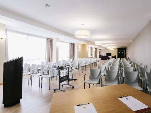 The dryades resort golf and spa - plenary room