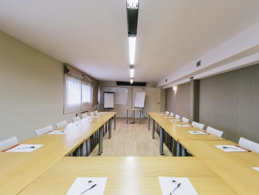 The dryades resort golf and spa - meeting room in u