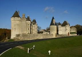 Chateau de reignac road view indre