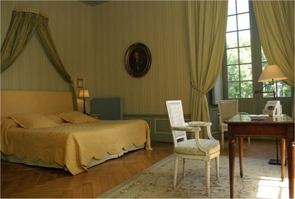 Chateau de reignac on indre room