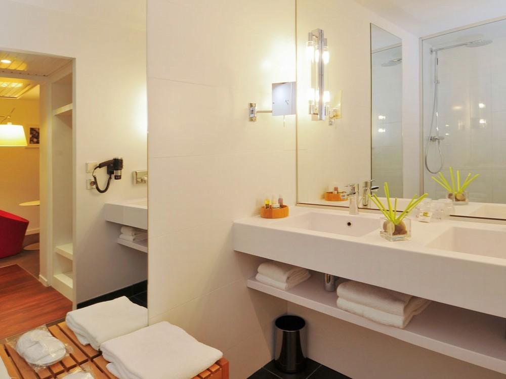Mercure nantes center gare - bathroom
