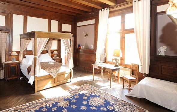Chateau de jallanges - bedroom