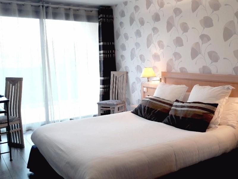 Hostellerie du Mont love - bedroom