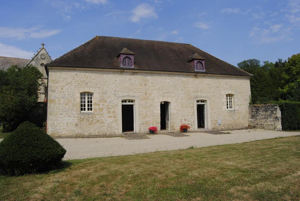Chateau de Guiry - exterior commons