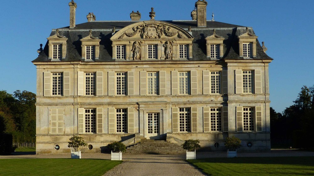 Chateau de Guiry - facade of the chateau