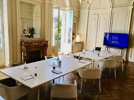 The Saint-Estèphe room privatized for a meeting of 10 guests