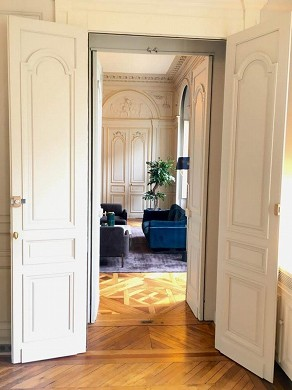 Fenwick Hotel - a double door connects the two lounges