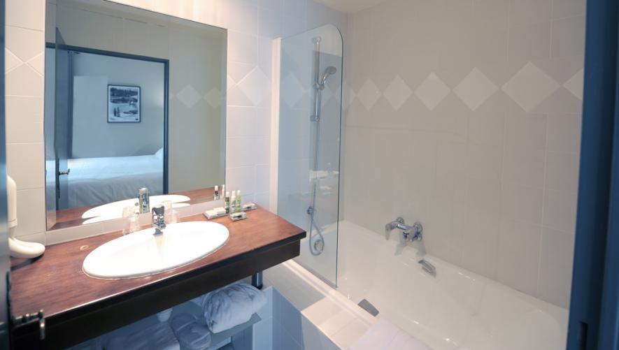 Villa Navarre - bathroom