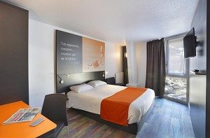 Suite Home Briancon Serre Chevalier - Chambre orange