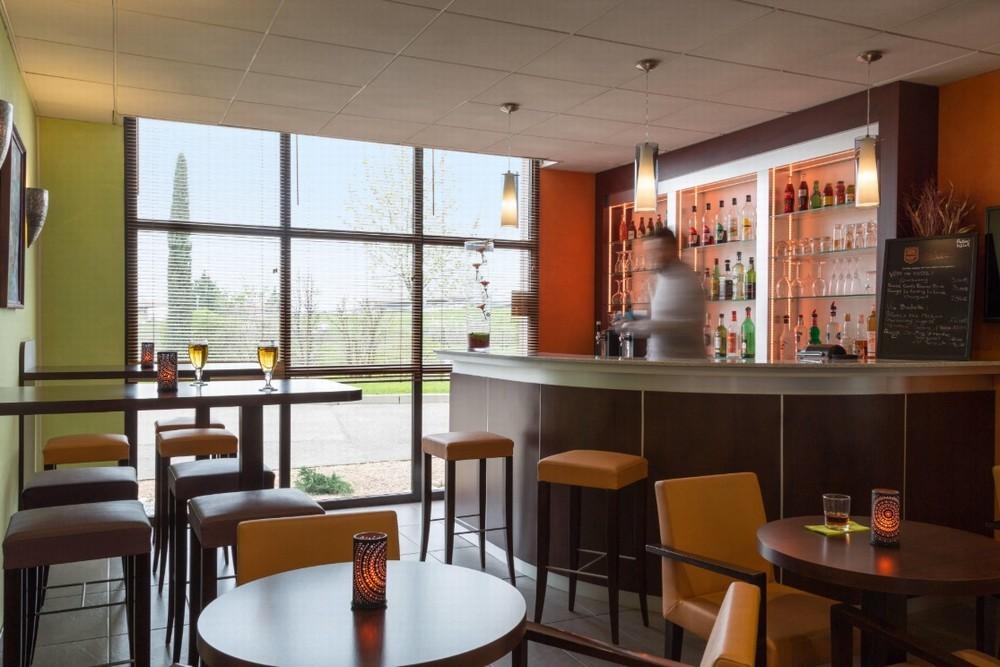 The originals boutique actuel hôtel saint-etienne aéroport - bar