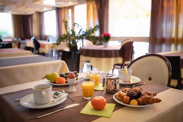 Kyriad toulouse blagnac airport - sala de desayuno