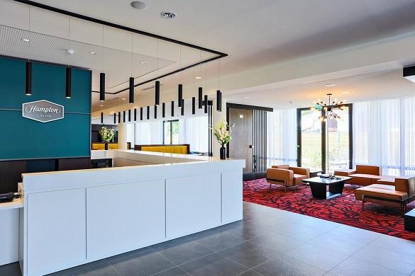 Hampton by hilton toulouse airport - nuevo hotel con sala de reuniones