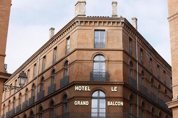 El gran balcón del hotel - fachada