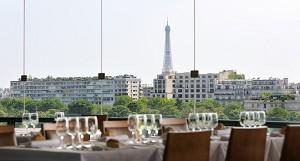 Das Panoramarestaurant und der Blick auf den Eiffelturm